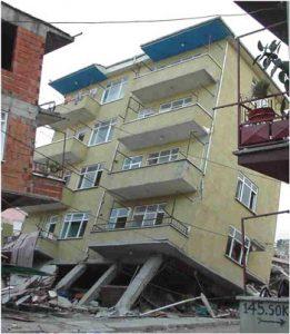 خرابی پیلوت در زلزله 1999 ازمیر ترکیه